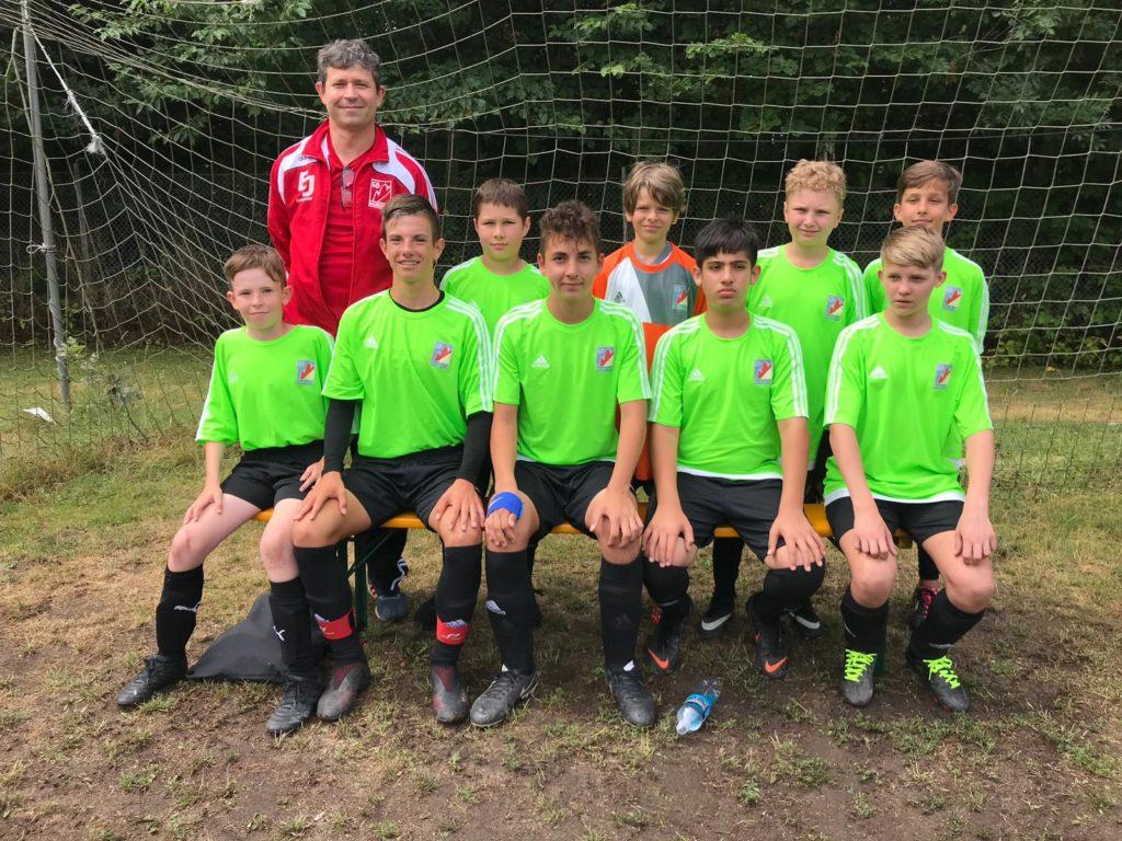 U15 Mannschaft mit Trainer